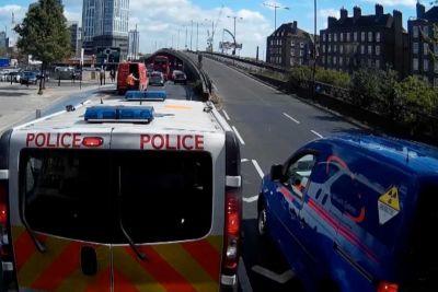 Metropolitan Police Van Delivers Instant Karma For A Cheeky Queue Jumper
