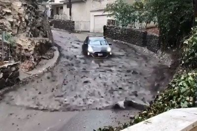 Driver From Burbank Escapes Dangerous Flooding Over The Street