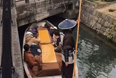 Japanese Gondoliers Troll Their Passengers By Taking Them Under A Very Low Bridge