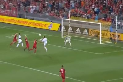 Zlatan Ibrahimovic Scores His 500th Goal With Amazing Flying Kick