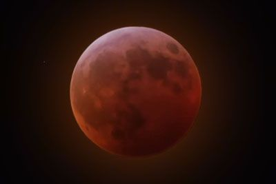 This Is How Super Blood Moon Looked Like During Total Lunar Eclipse