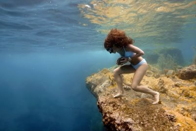 Colombian Freediver Shows Her Insane Rock Run Over The Ocean's Floor