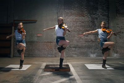 3 Young Girls Line Up Only To Become Internet Sensation With Their Sizzling Dance Moves