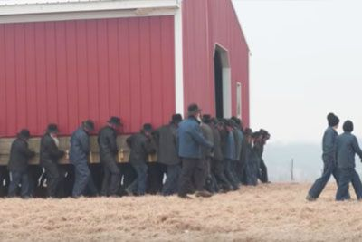 Watch As 250 Amish Men Pick Up A Barn And Carry It Across A Farm In Just 5 Minutes