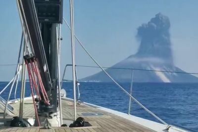 Boaters Captured The Exact Moment Italy's Mount Stromboli Volcano Erupted