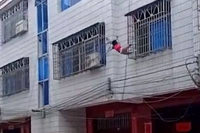 Quick-Thinking Villagers Catch A Girl Falling From Third Floor
