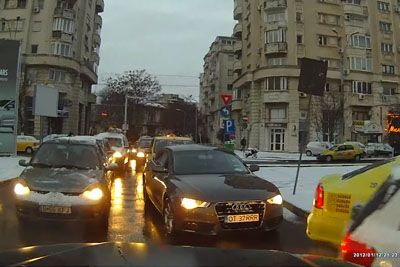 Driver Gets Revenge On Other Driver Blocking Intersection