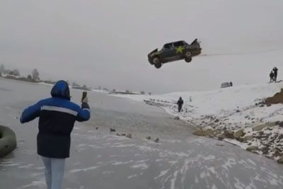 Crazy Feat From Russia, Driver Crashes Into Icy Lake