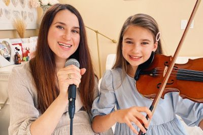 12-Year-Old Karolina Protsenko Sings 'Hallelujah' Together With Her Mother