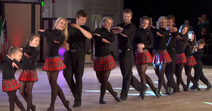 THE    DANCERS    CLAN    DANCE   SWAGE   SE  SWAGAT